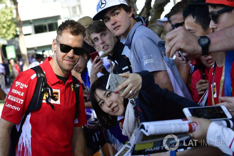 Sebastian Vettel, Ferrari fans seflie