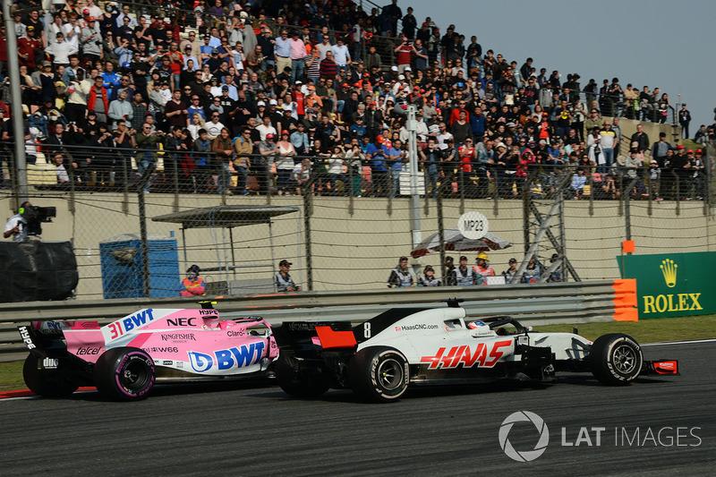 Esteban Ocon, Force India VJM11 lotta con Romain Grosjean, Haas F1 Team VF-18