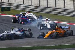 Сергей Сироткин, Williams FW41, Стоффель Вандорн, McLaren MCL33, Шарль Леклер, Alfa Romeo Sauber C37, Пьер Гасли, Scuderia Toro Rosso STR13, и Маркус Эрикссон, Alfa Romeo Sauber C37