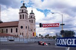 Ayrton Senna, Mclaren MP4/5B; Jean Alesi, Tyrrell 018
