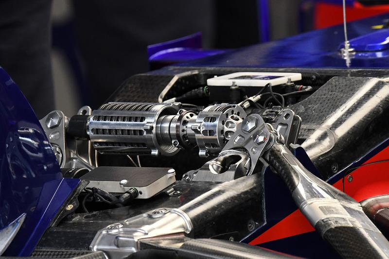 Detalle de la suspensión delantera Scuderia Toro Rosso STR13