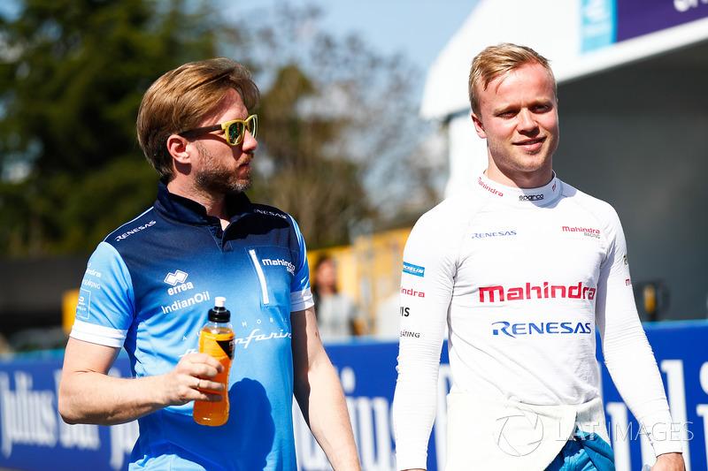 Felix Rosenqvist, Mahindra Racing, talking to Nick Heidfeld, Mahindra Racing