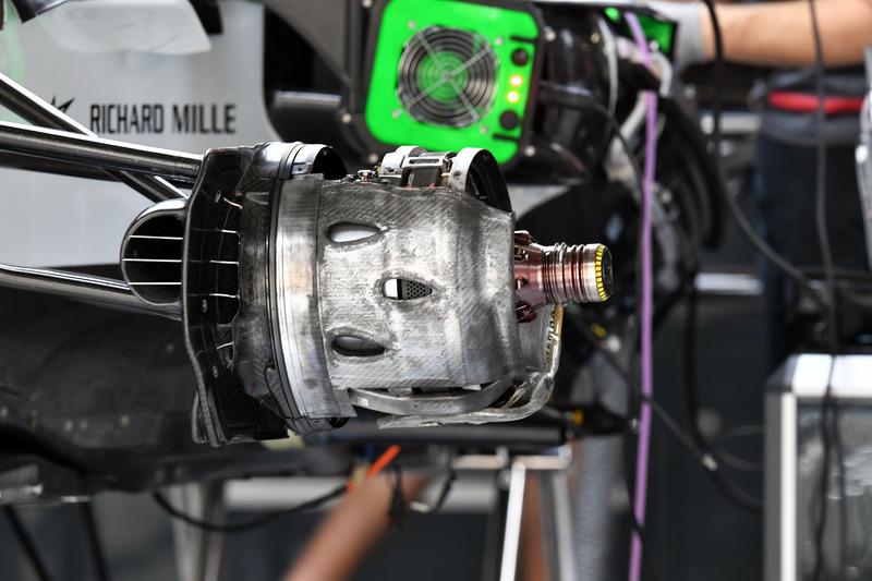 Haas F1 Team VF-18 : roue avant