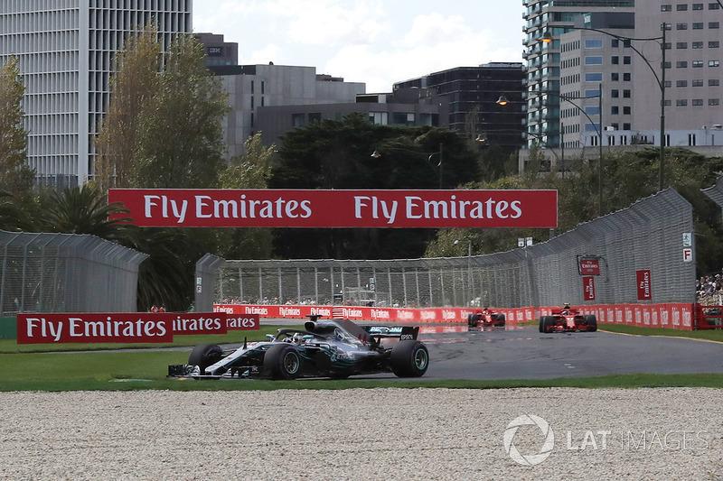 Lewis Hamilton, Mercedes-AMG F1 W09 leads