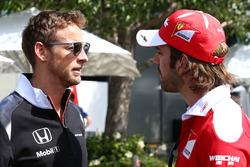 Дженсон Баттон, McLaren и Жан-Эрик Вернь, тестовый пилот и пилот по развитию Ferrari