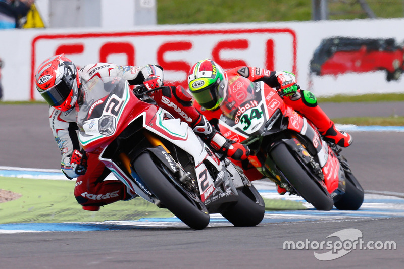 Leon Camier, MV Agusta Reparto Corse, y Davide Giugliano, Aruba.it Racing - Ducati Team