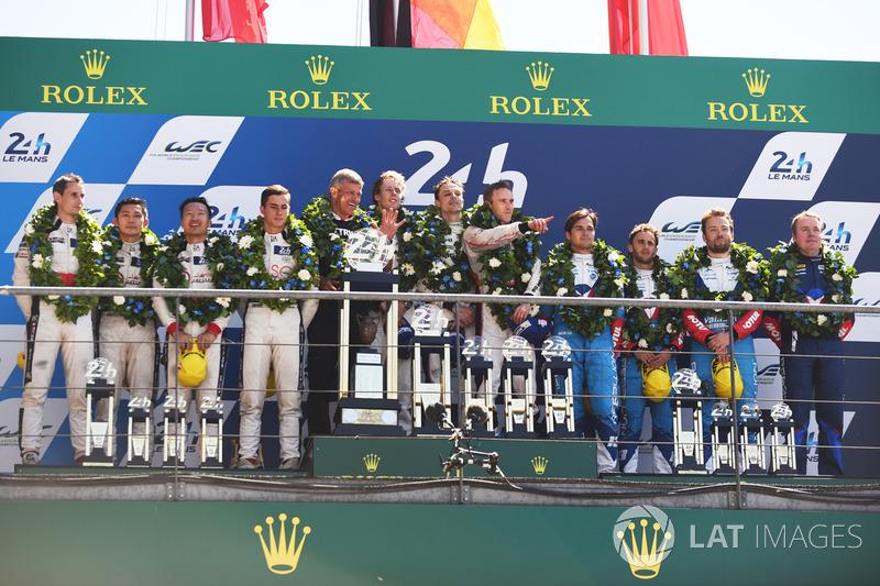 Подіум: переможці Тімо Бернхард, Ерл Бембер, Брендон Хартлі, Porsche Team, друге місце -  Хопін Тун, Олівер Джарвіс, Томас Лоран, DC Racing, третє місце - Матіас Беш, Давід Хейнемаєр Ханссон, Нельсон Піке-мол., Vaillante Rebellion Racing