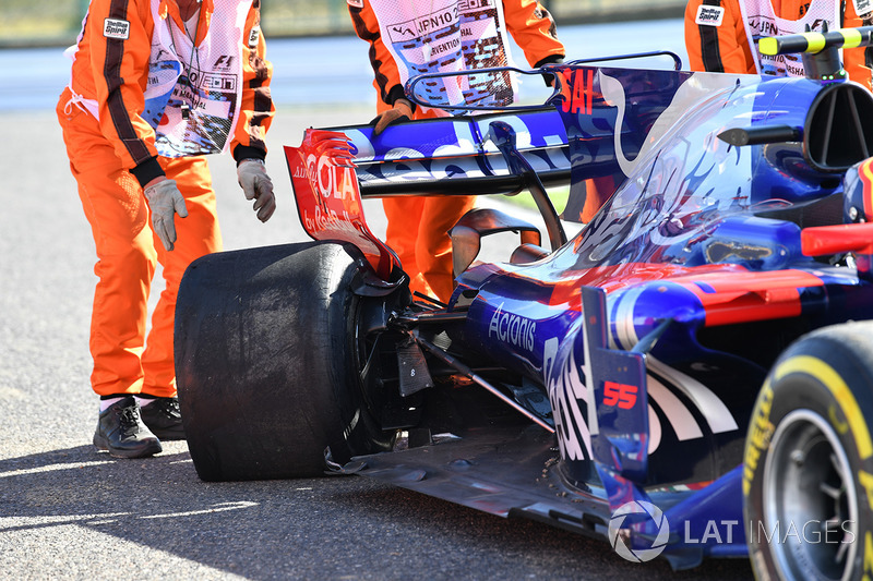 Carro de Carlos Sainz Jr. danificado, Scuderia Toro Rosso STR12