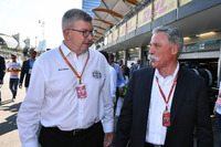 Ross Brawn, Formula One Managing Director de Motorsports y Chase Carey, Director Ejecutivo y Presidente Ejecutivo de Formula One Group