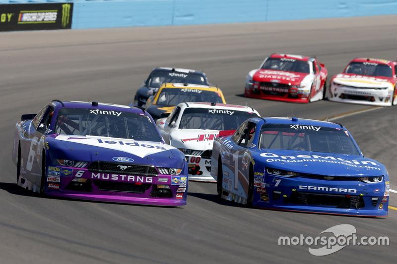 Darrell Wallace Jr., Roush Fenway Racing, Ford; Elliott Sadler, JR Motorsports, Chevrolet