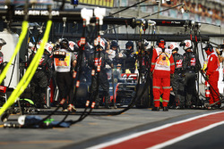 Romain Grosjean, Haas F1 Team VF-17, retires from the race in the pits