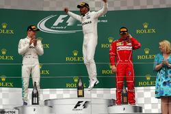 Podio: il vincitore della gara Lewis Hamilton, Mercedes AMG F1, il secondo classificato Valtteri Bottas, Mercedes AMG F1, il terzo classificato Kimi Raikkonen, Ferrari