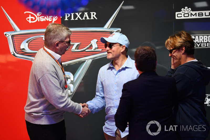 Ross Brawn, Formel-1-Motorsportchef, Kate Beavan, FOM, Woody Harrelson, Schauspieler