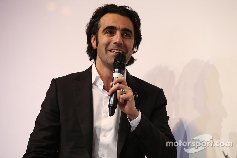 Dario Franchitti entrevistado por Henry Hope-Frost en el escenario de Autosport