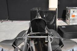 تفاصيل غطاء محرك سيارة مرسيدس دبليو08