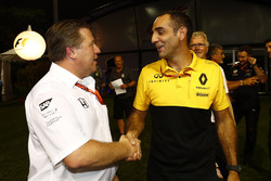 Zak Brown, Direktör, McLaren Technology Group, Cyril Abiteboul, Direktör, Renault Sport F1 Team