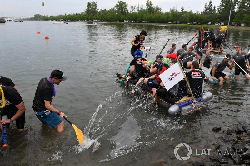 Floßrennen in Montreal: Scuderia Toro Rosso