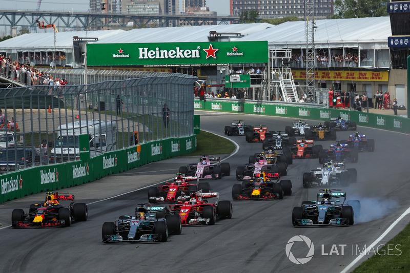 Start: Lewis Hamilton, Mercedes-Benz F1 W08, führt