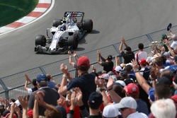 Lance Stroll, Williams FW40 and fans