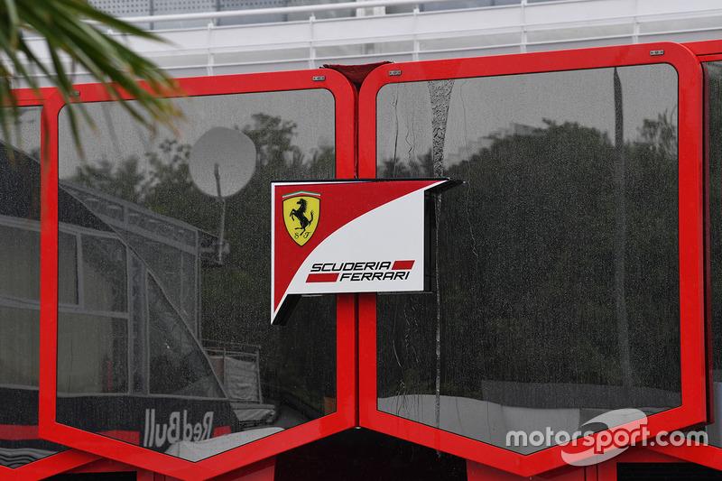 Лого та моторхоум Ferrari