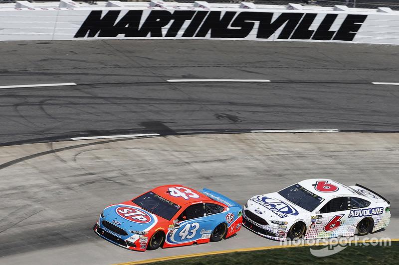 Aric Almirola, Richard Petty Motorsports, Ford; Trevor Bayne, Roush Fenway Racing, Ford