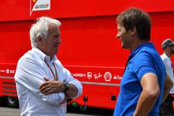 Charlie Whiting, FIA-Rennleiter; Michael Schmidt, Journalist