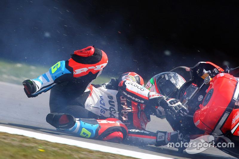 #1: Sturz von Marco Melandri, Ducati Team