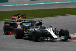Valtteri Bottas, Mercedes-Benz F1 W08  leads Daniel Ricciardo, Red Bull Racing RB13