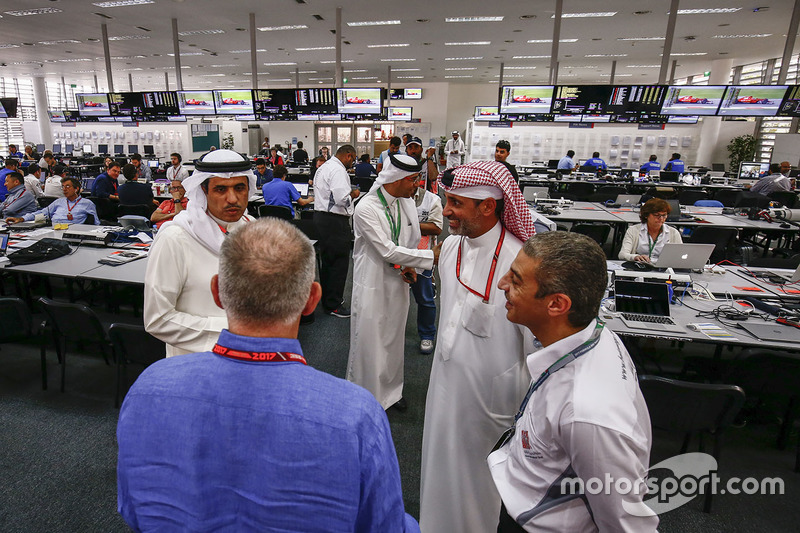 Bahraini dignitaries visit the media centre