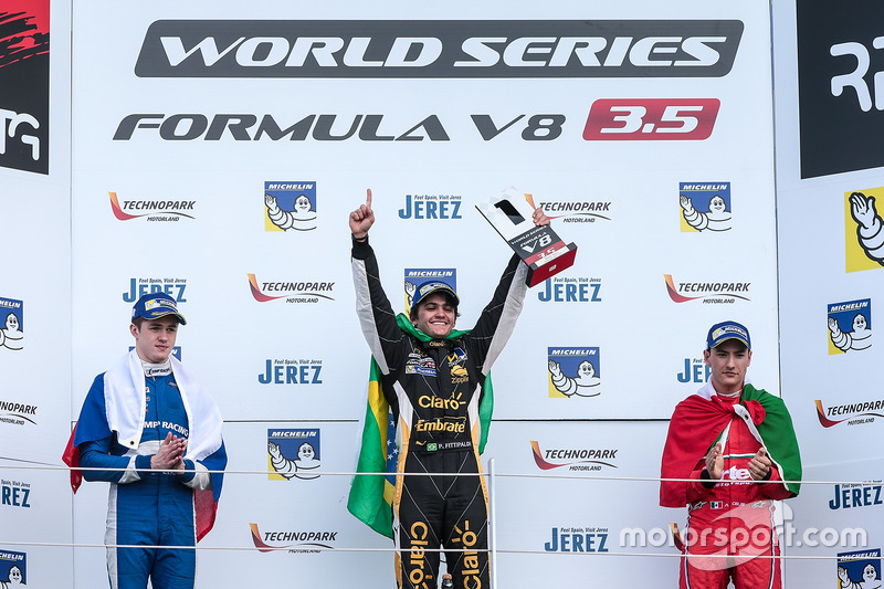Podium : le deuxième Egor Orudzhev, AVF, le vainqueur Pietro Fittipaldi, Lotus, le troisième Alfonso Celis Jr., Fortec Motorsports