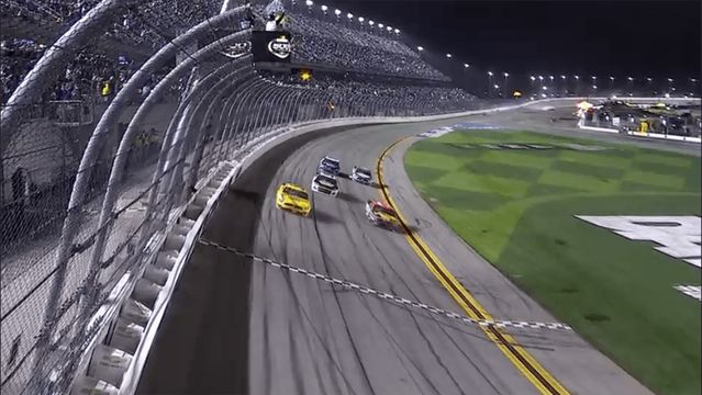 Cinderella: McDowell wins the Daytona 500 in wreck-filled last lap
