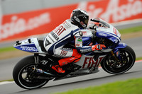 Lorenzo holds off de Puniet for British GP pole
