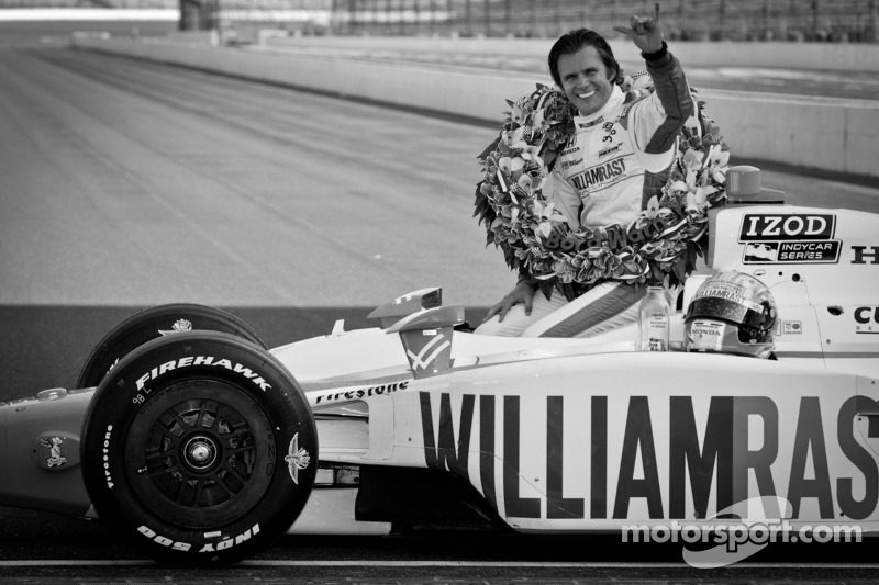 Dan Wheldon dies from crash at Las Vegas Motor Speedway