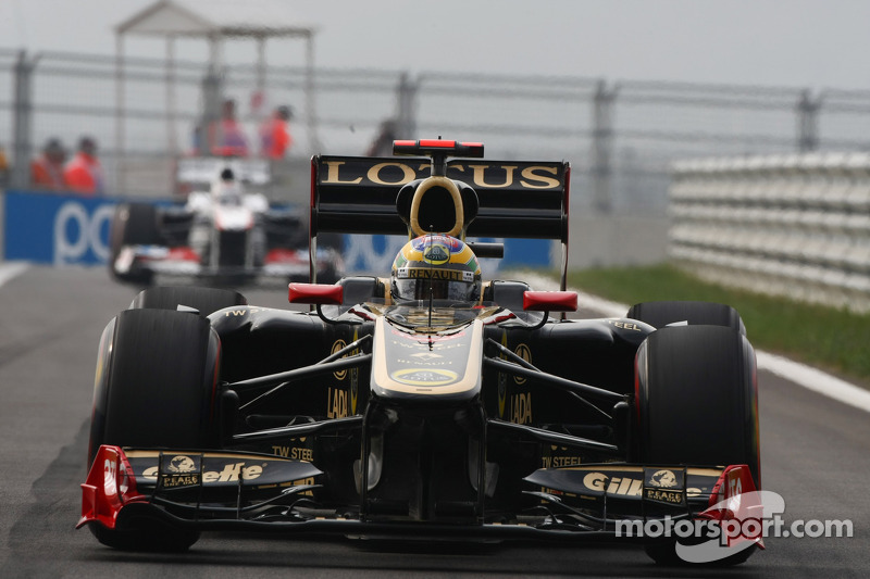 Senna hopes to keep race seat in 2012