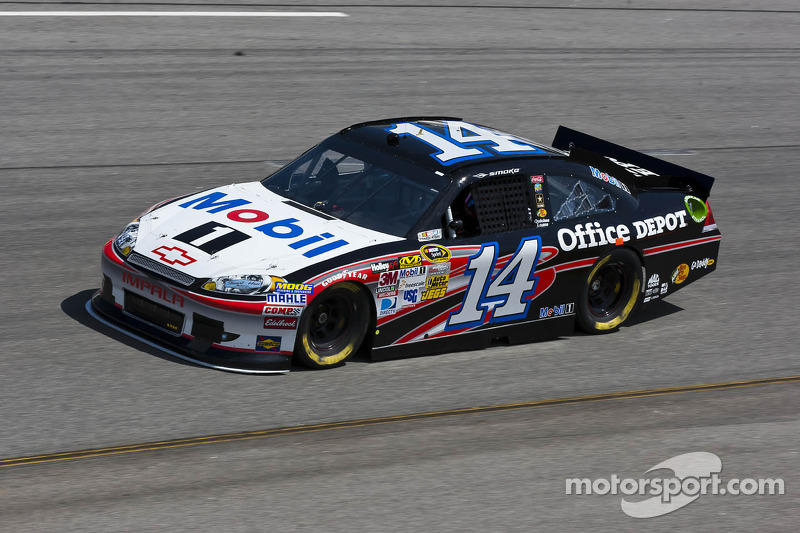 Stewart's race to front at Richmond spolied by caution