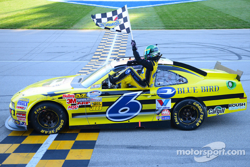 Stenhouse puts Roush Ford in Victory Lane at Chicagoland