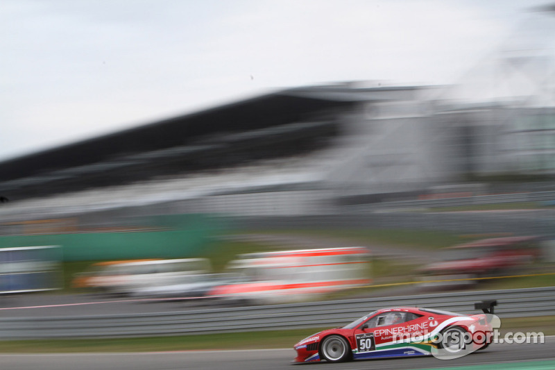 McLaren teams on top in BES action on Saturday at Navarra