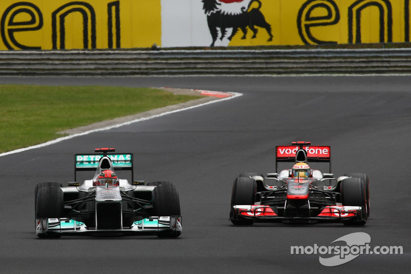 Mercedes offered Lowe a million euros - report