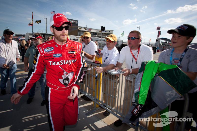 JR Motorsports adjusts NNS slates for Earnhardt Jr., Kahne