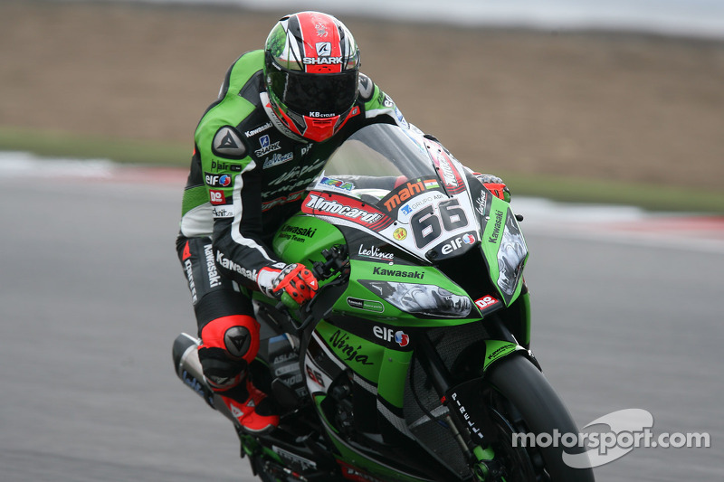 Tom Sykes wins red-flagged first race in Nurburgring
