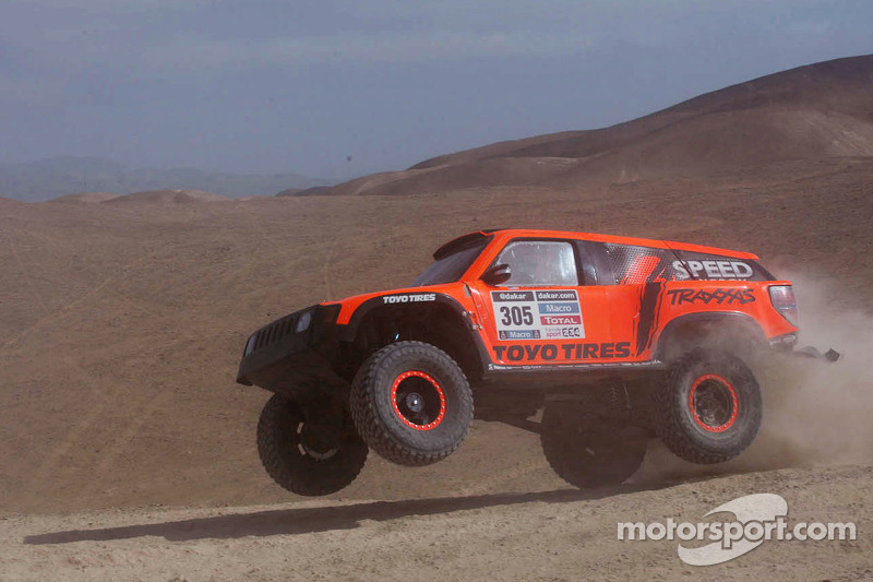 Robby Gordon suffers fuel issue