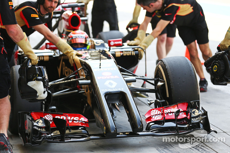 Lotus' exhaust system fails on first day of this week's Bahrain test