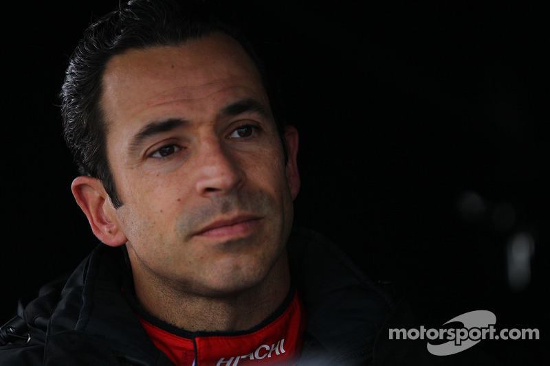 Castroneves penalized for negative tweet aimed towards IndyCar