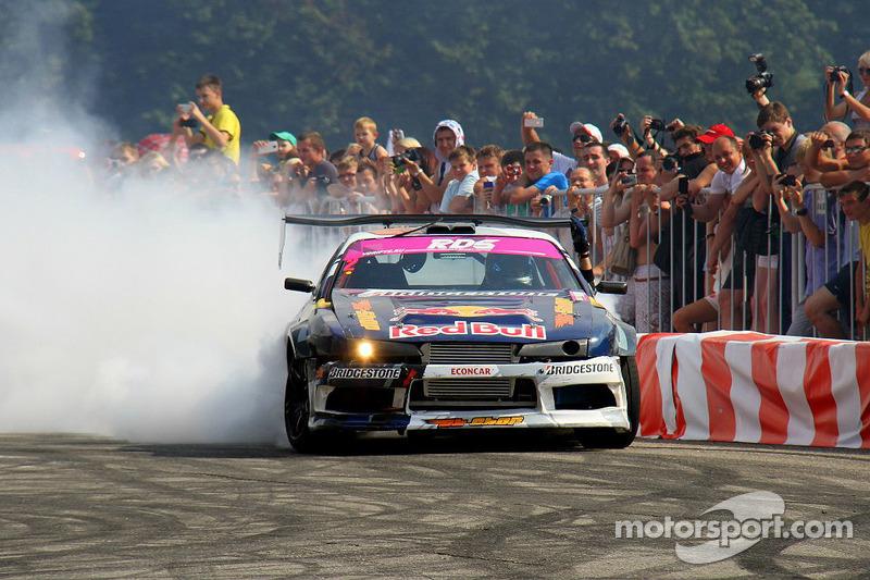 Smoke in Riga: Prestigio Eastern European Drift Championship Round 1 - video