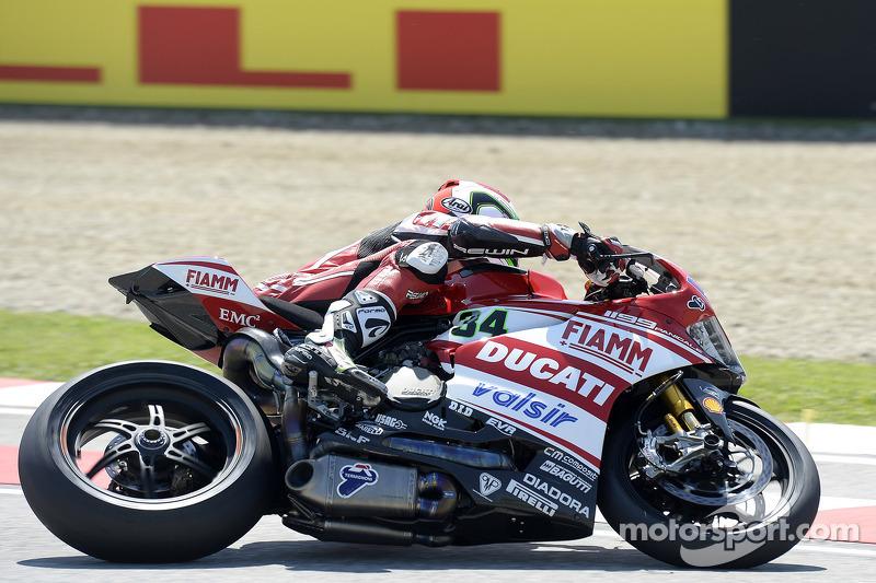 Giugliano and the Ducati Superbike team pumped over first season pole