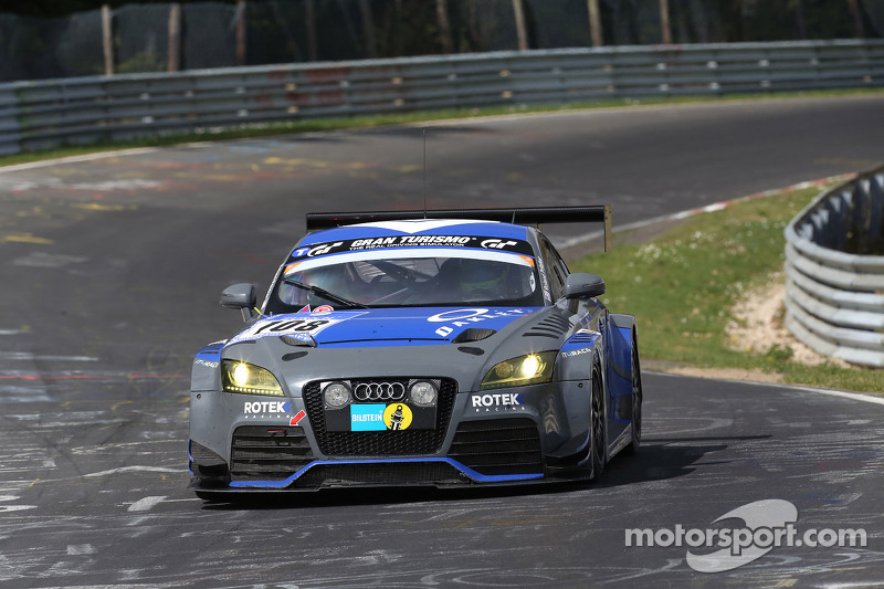 Rotek Racing on a recovery drive as darkness descends over Nürburgring