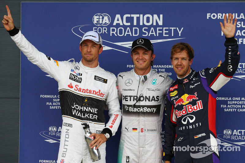 Rosberg snags Silverstone pole in final moments of wet qualifying session