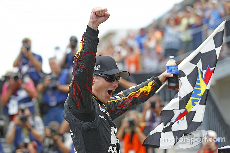 At age 42, Jeff Gordon shows no signs of slowing down