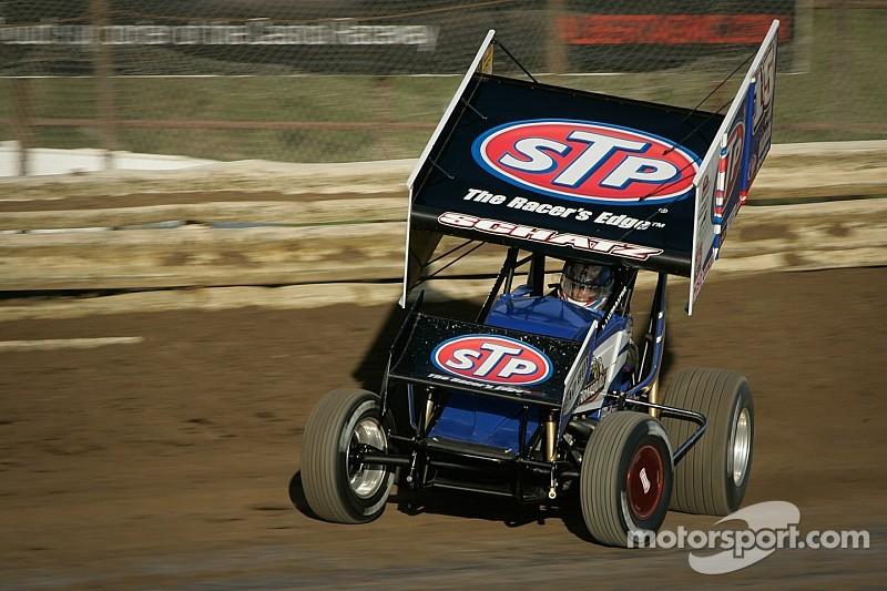 Donny Schatz battles Shane Stewart to win third in a row at Ohsweken Speedway
