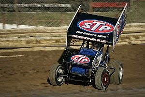 World of Outlaws Race report Donny Schatz holds off Paul McMahan to win 14th of the season